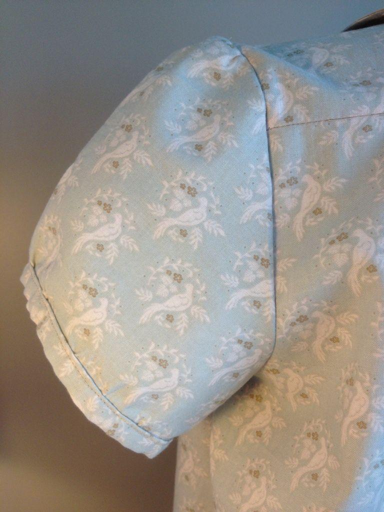 Tunique en tissu tilda bird mist (détail fonces manche)