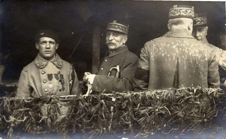 [Albert Roche et le général Foch. Strasbourg, le 27 novembre 1918 (D.R.)]
