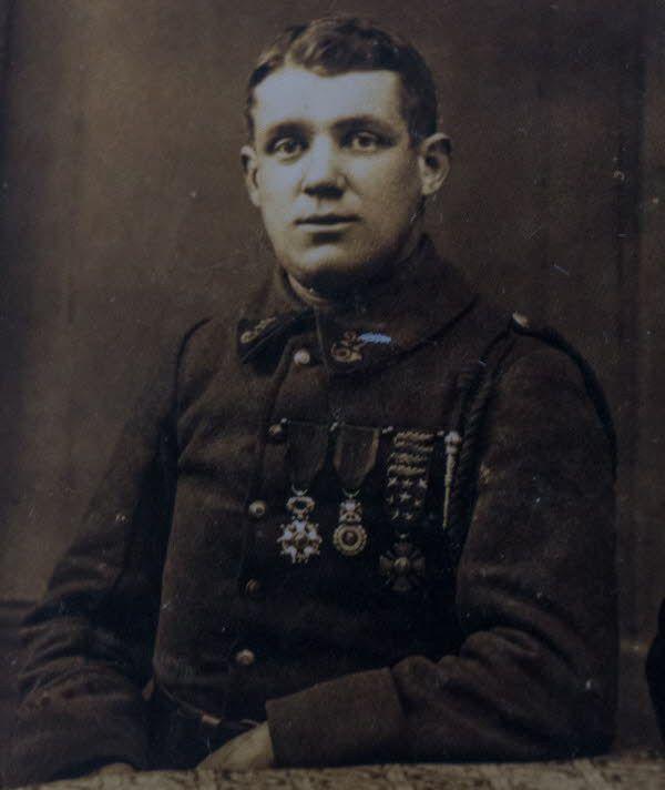 Albert Roche,  Légion d'honneur, Médaille militaire, Croix de guerre avec douze citations (D.R.)