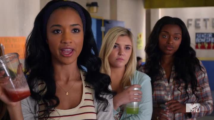 Critiques Séries : Awkward. Saison 4. Episode 15. Bonfire of the Vanities.