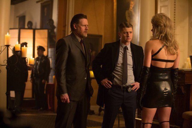 Critiques Séries : Gotham. Saison 1. Episode 21. The Anvil or the Hammer.