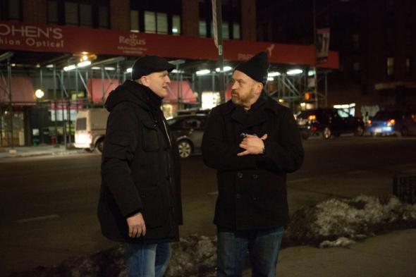 Critiques Séries : Louie. Saison 5. Episode 3. Cop Story.