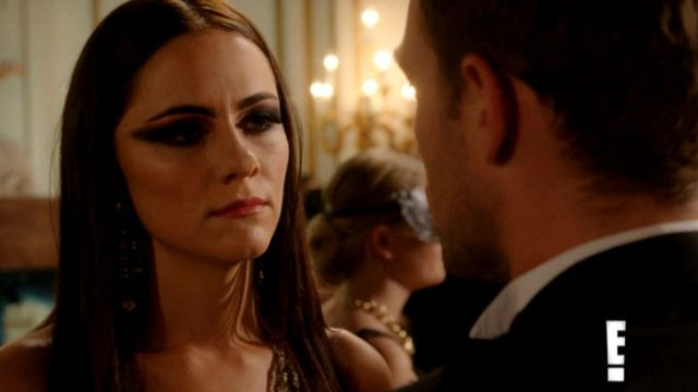 Critiques Séries : The Royals. Saison 1. Episode 5. Unmask Her Beauty to the Moon.