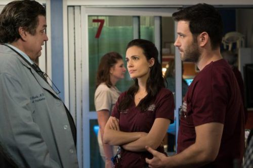 Critiques Séries : Chicago Med. Saison 1. Episode 15, Chicago Fire. Saison 4. Episode 20