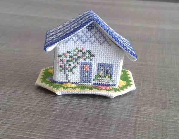 Cottage bleu terminé !