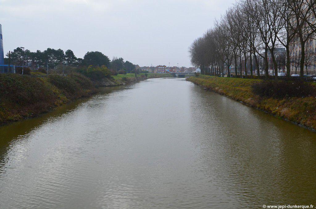Le long du canal de Furnes-Dunkerque 2015 .