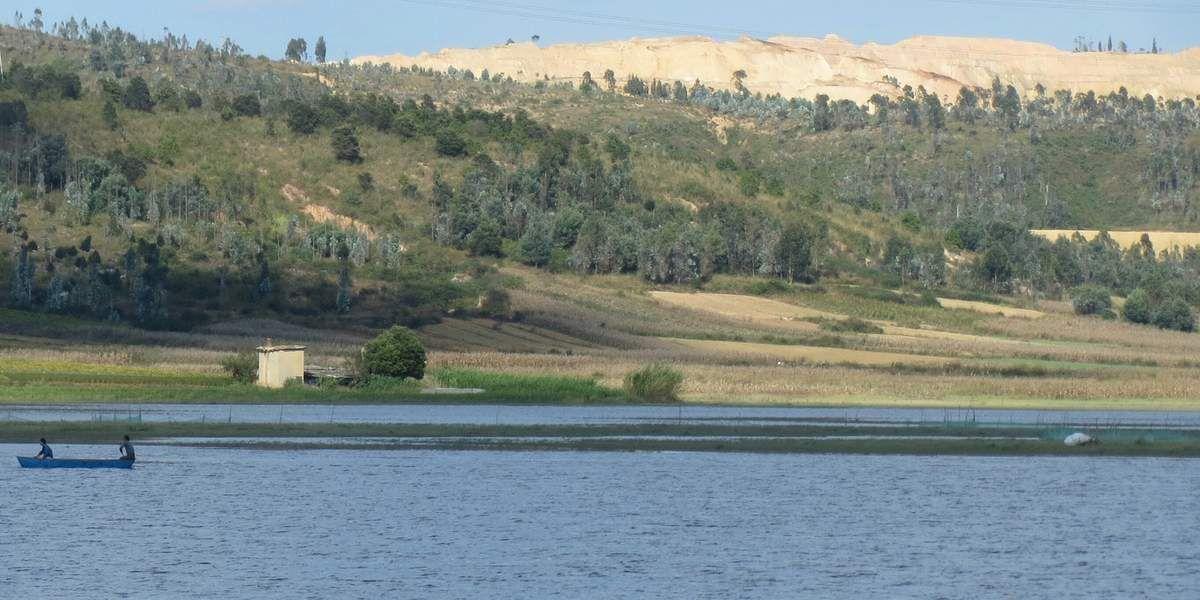 Paysages variés entre lacs et montagnes