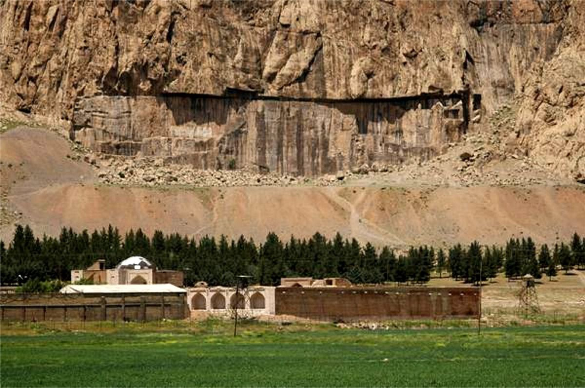 Le site de la colluine de Behistun