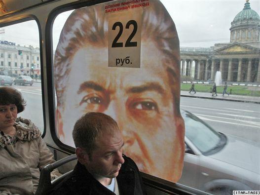 De 2010 à 2016, du bus à la gloire de Staline à Saint-Pétersbourg au bus tchèque faisant la pub pour Auschwitz : les ratés de la mémoire et la banalisation des dictatures.