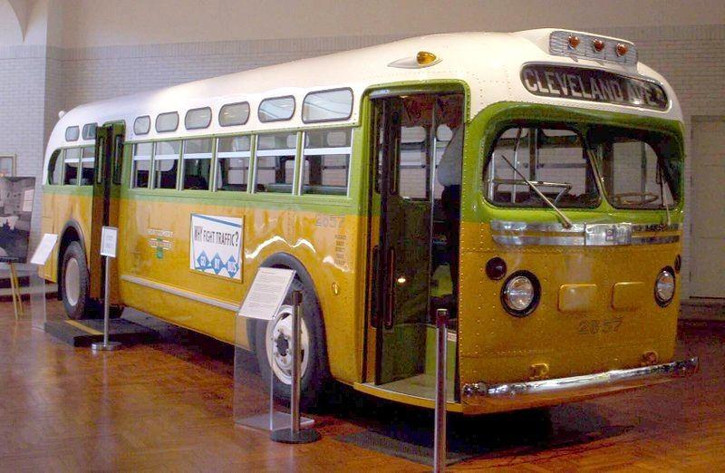 De 1955 à 2000-2016, à propos de bus : du « no-bus » de Montgomery aux E.U. aux « bus de la mort » en Chine populaire reliés au « business chinois des transplantations ».