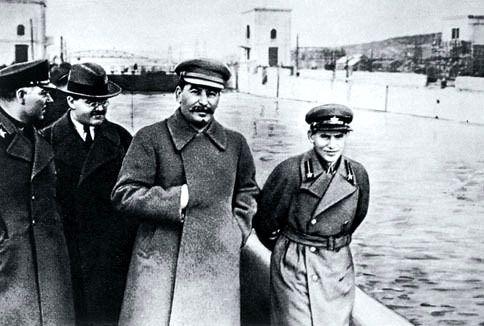 Exit Vorochilov, longue vie au camarade Staline !