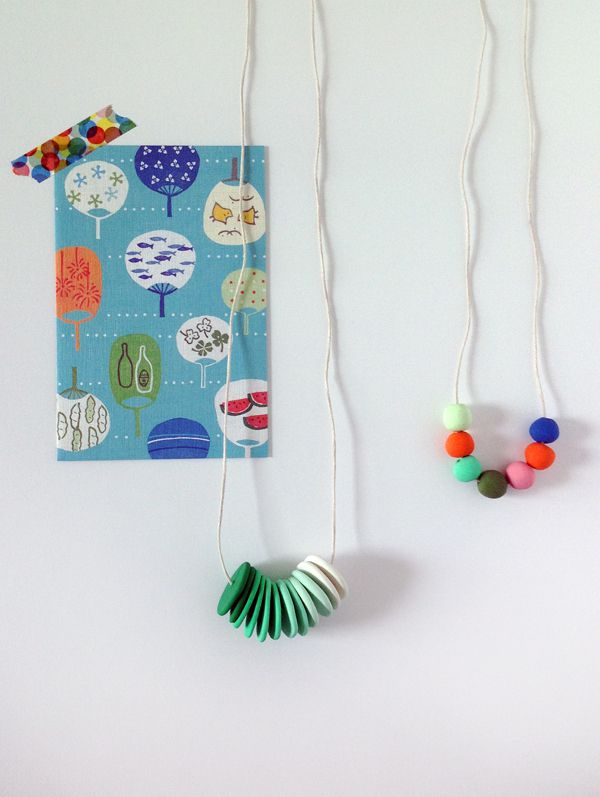 DIY des colliers tout simple plein de couleurs