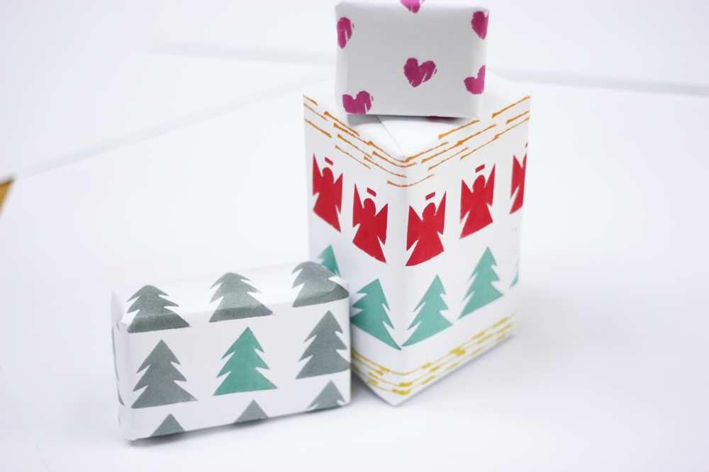 Diy votre papier cadeau avec des tampon