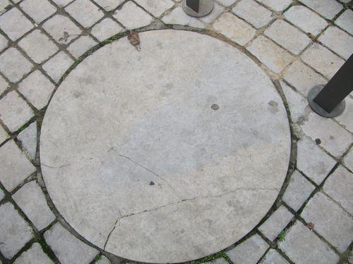 """une petite fontaine tout à proximité du puit """"césarine"""""""