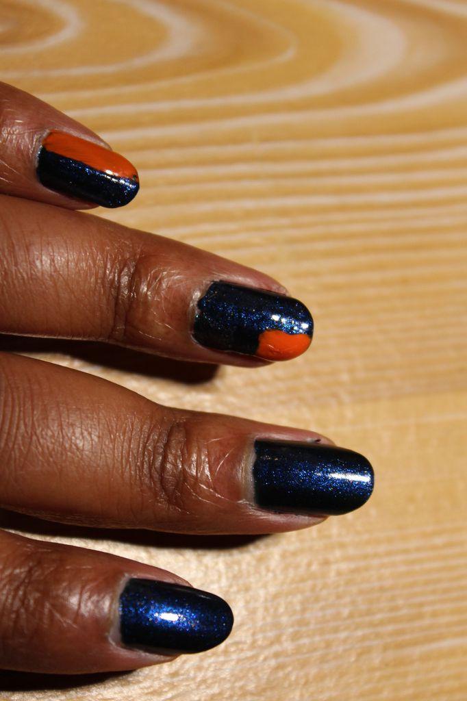 Nail-art bleu saphir