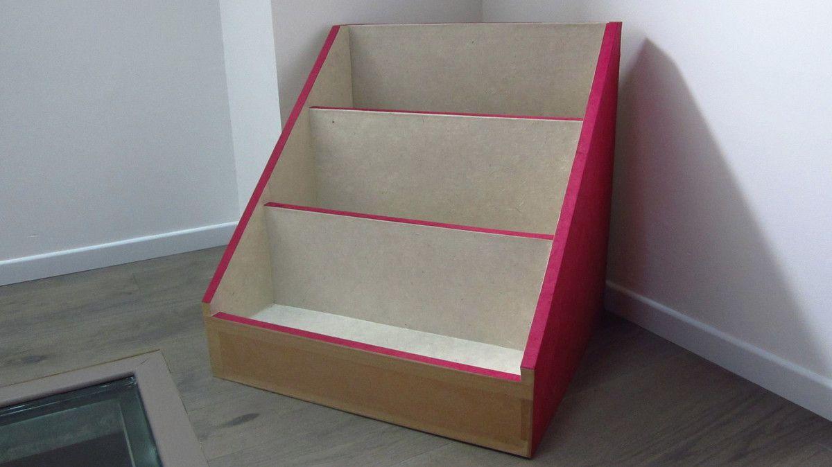 biblioth que pr sentoir pour livres pays d 39 f. Black Bedroom Furniture Sets. Home Design Ideas