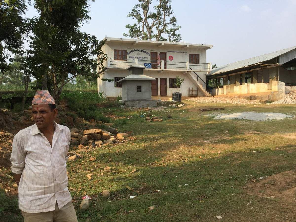 L'école lieu central du village est détruite