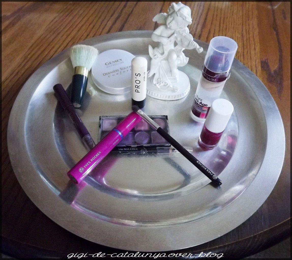Make-up d'Halloween servi sur un plateau
