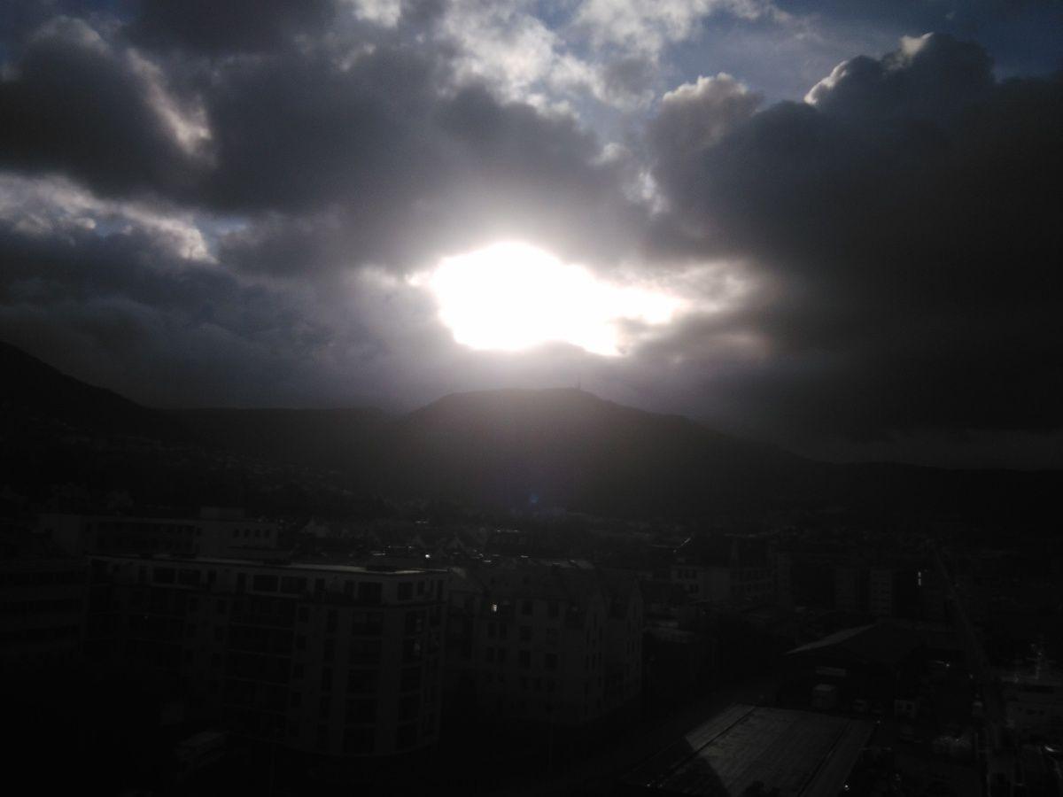 Résumé de la météo ces derniers jours : parfois du grand soleil, d'autres fois des nuages bien menaçants, mais finalement je n'ai souvenir que de deux averses.