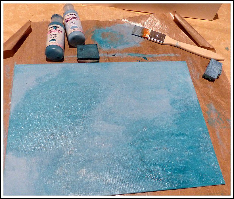 Prendre un canvas et appliquer différentes couches de Fresco finish paints avec de la mousse cut'n dry. Take a canvas an apply different paints(Fresco finish paints)