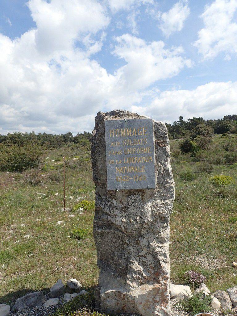 """Pas de Panneau """"col du Bel Homme 915 mètres"""" mais cette stèle"""