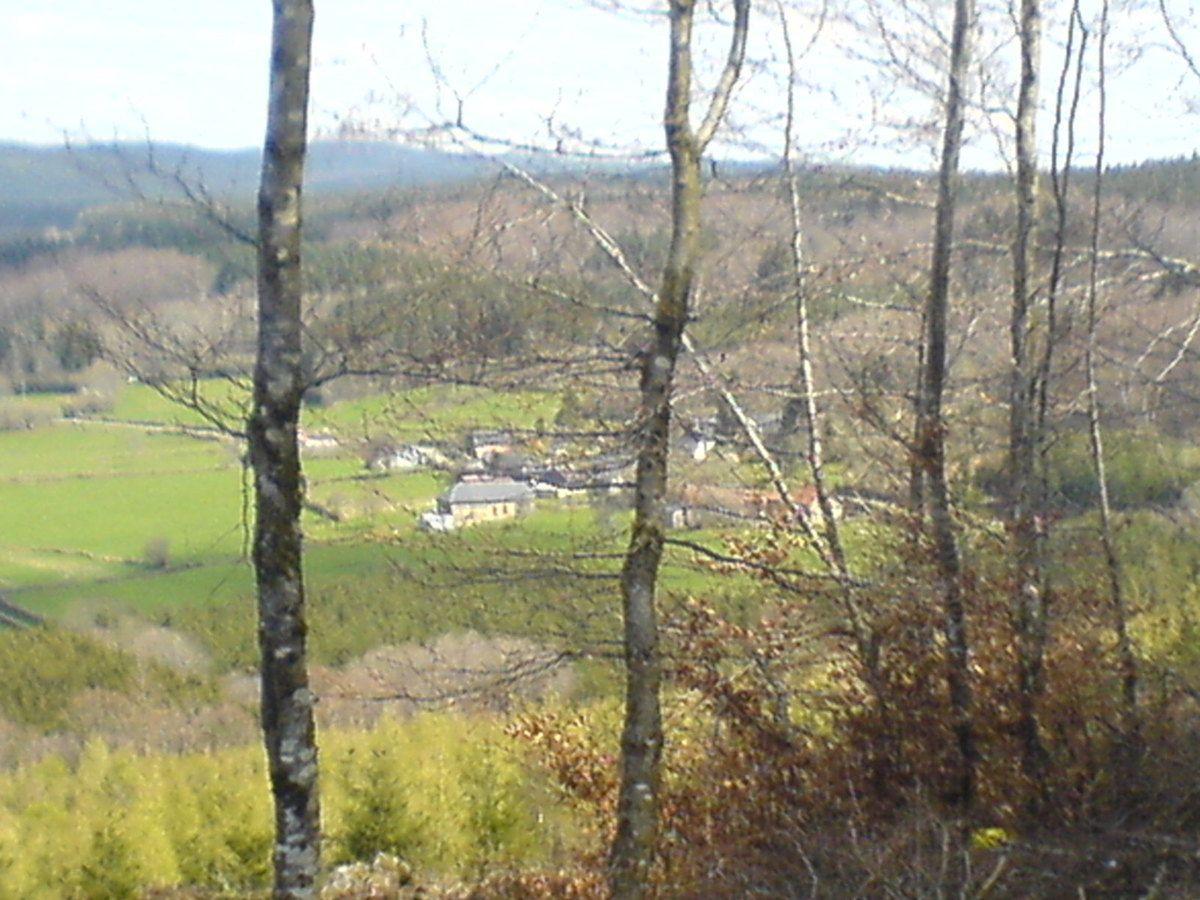 Haut Folin et croix de la libération à Autun