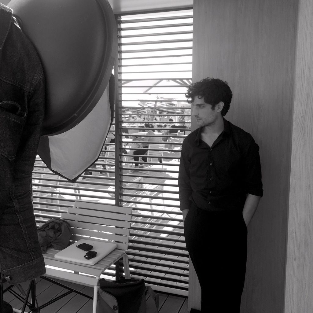 #Cannes2015 #Nespresso Louis Garrel pose pour un shooting photo.
