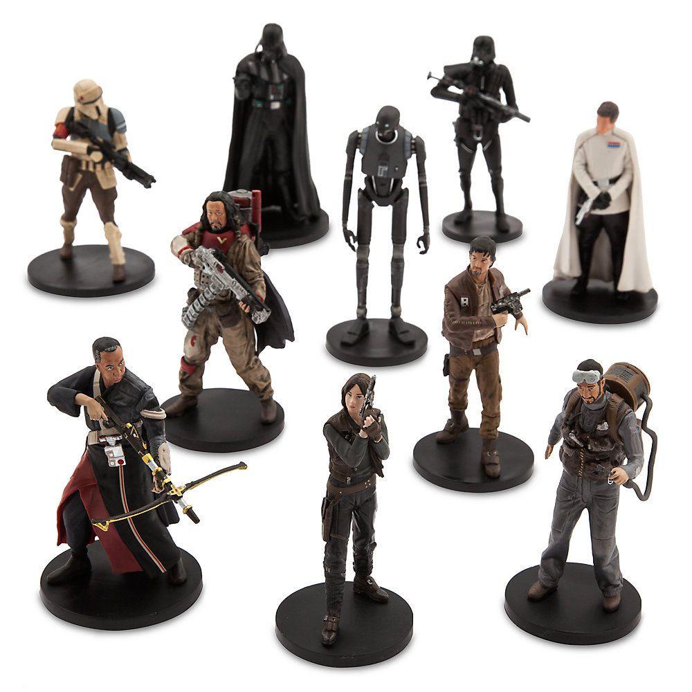 Une délégation rebelle en mission secrète s''infiltre en salle de jeux avec cet ensemble de figurines de luxe. Il se compose de dix figurines représentant dix personnages de Rogue One: A Star Wars Story, parmi lesquels Jyn Erso et son équipe, Dark Vador et le Directeur Orson Krennic.