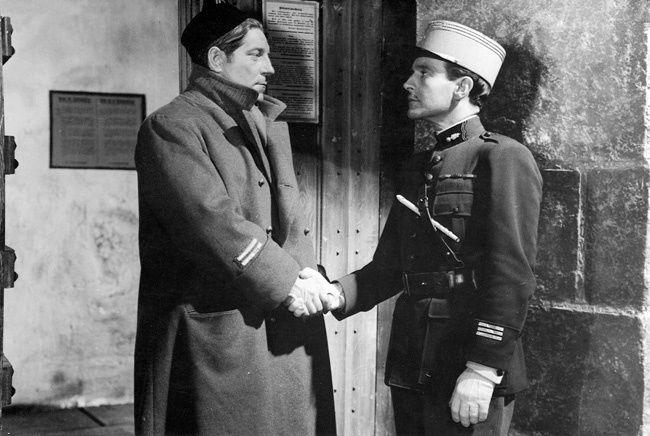 Jean Gabin (Maréchal) à gauche, et Pierre Fresnay (Boëldieu)
