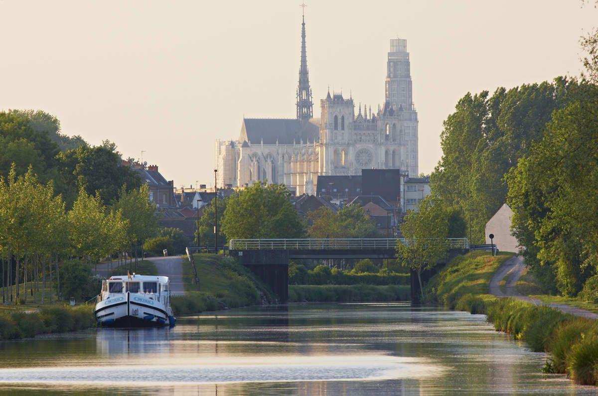 """La cathédrale d'Amiens, un """"joyau"""" du patrimoine picard, classé au patrimoine mondial de l'UNESCO... Les cathédrales gothiques en général (Noyon, Beauvais, Laon) font partie de l'identité picarde."""