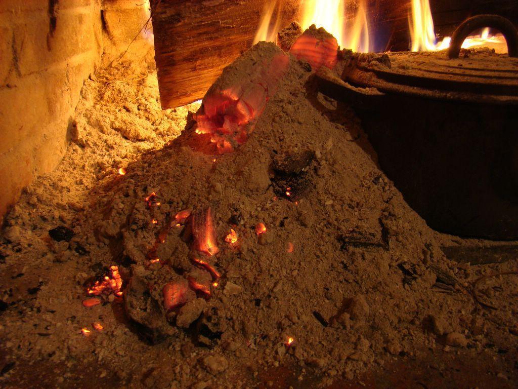 Pomme de terre sous la cendre sans papillote Alu