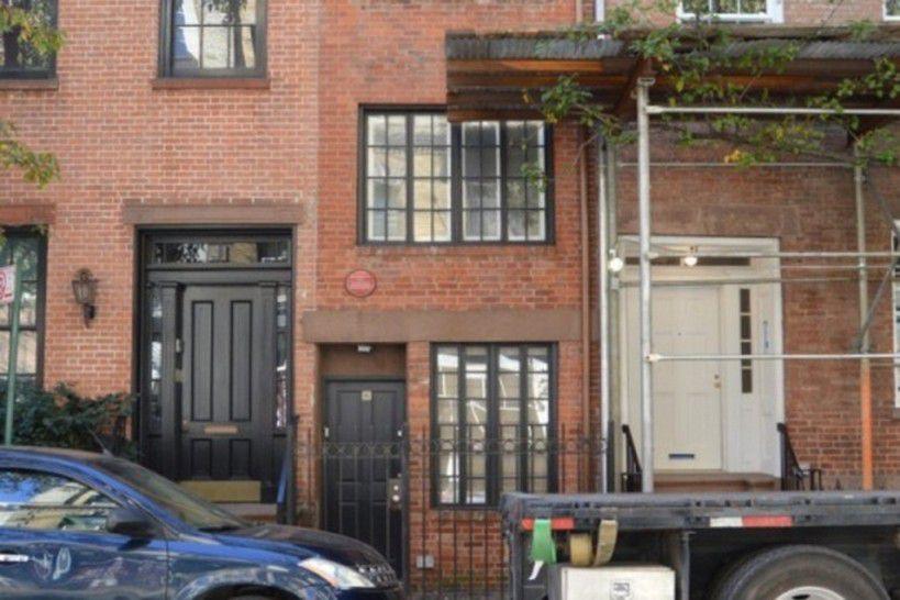 Lundi 26 octobre : promenade dans Greenwich Village où l'on découvre la maison la plus étroite de NY (seulement 2,90m de large)...