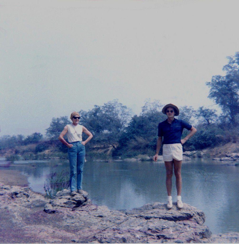 """Avec ma mère dans la réserve du """"W"""" (NIGER, février 1971)"""