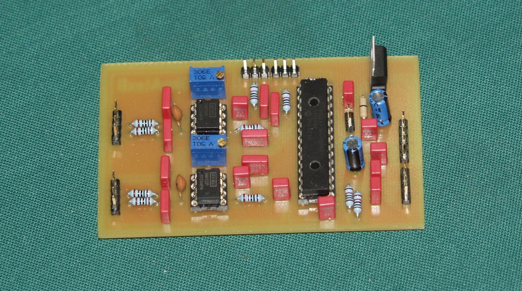 Cette carte permet le branchement de : 2 Contacts 2 Potentiomètres 2 Load cells