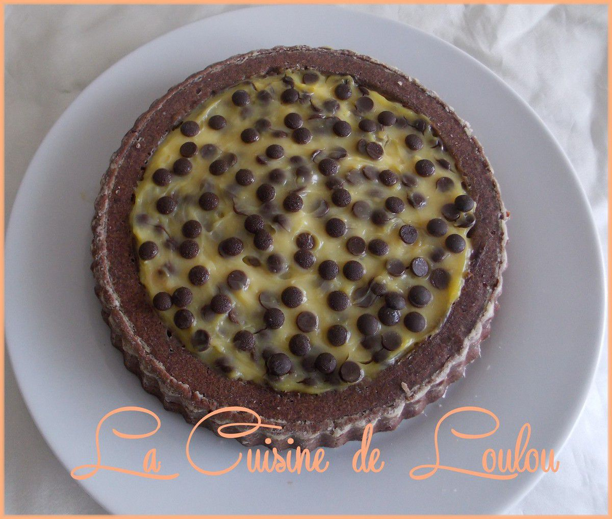 tarte cake au chocolat garnie de cr me patissi re et p pites de chocolat la cuisine de loulou. Black Bedroom Furniture Sets. Home Design Ideas