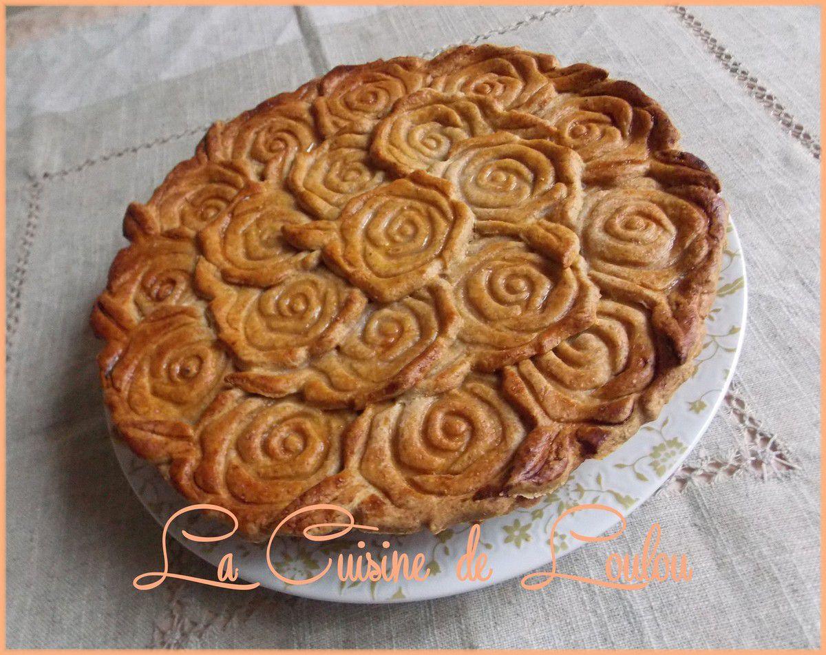 Galette roses à la compote pomme-myrtilles et amandes