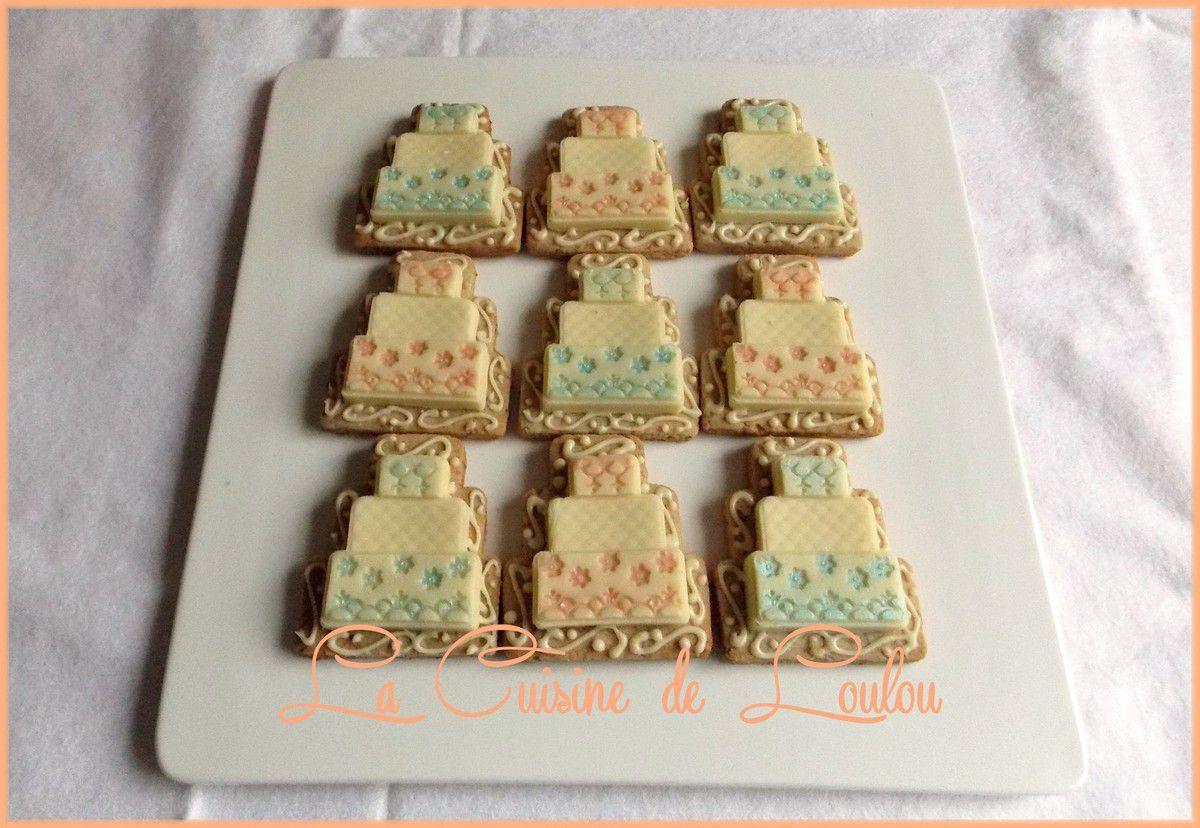 Pièces montées au chocolat blanc sur biscuits aux noisettes