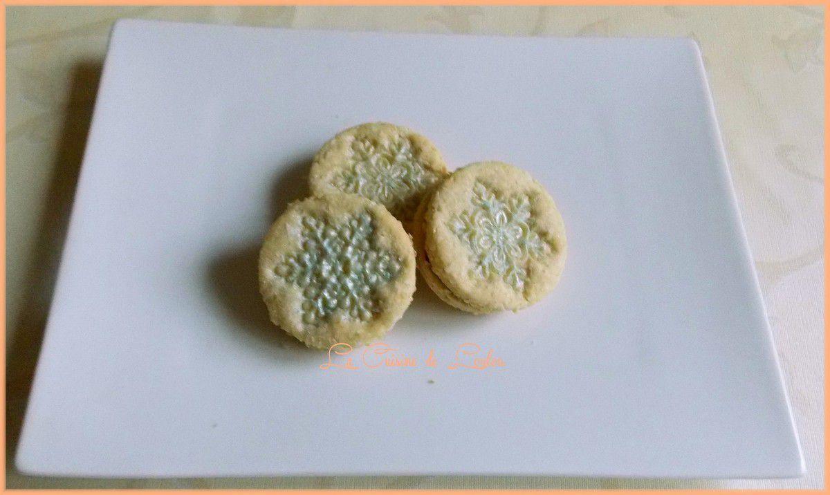 Biscuits flocons à la noix de coco fourrés chocolat