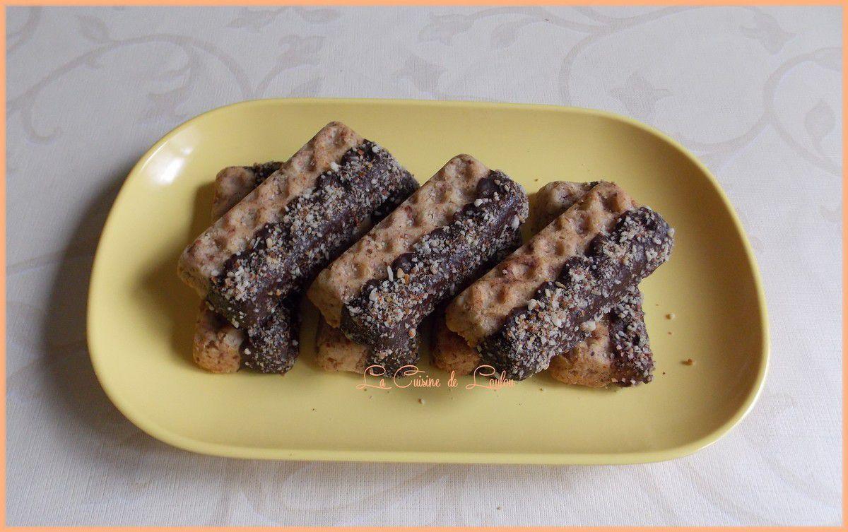Gaufrettes aux amandes et cacahuètes nappées chocolat