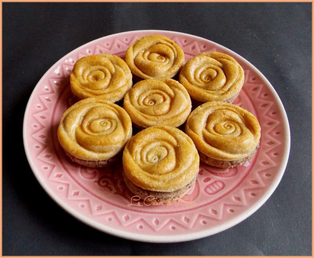 Roses à la semoule fourrées noisettes-myrtilles
