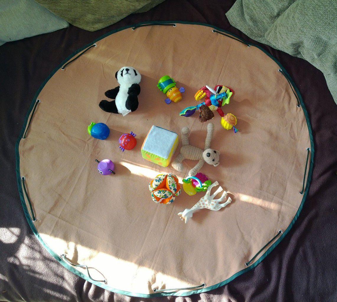 Tapis de jeu nomade sac a jouets tutoriel les trucs for Tapis enfant avec coudre un canapé en cuir
