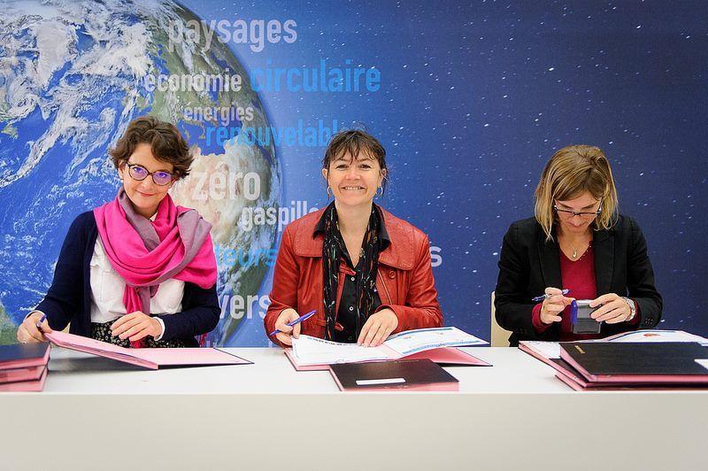 VAL DE DURANCE           Le Pays Durance Provence signe la convention TEPCV au Ministère de l'Ecologie