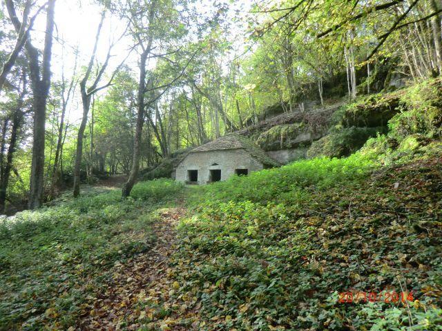 Lavoir restauré dans la forêt d'Etaule