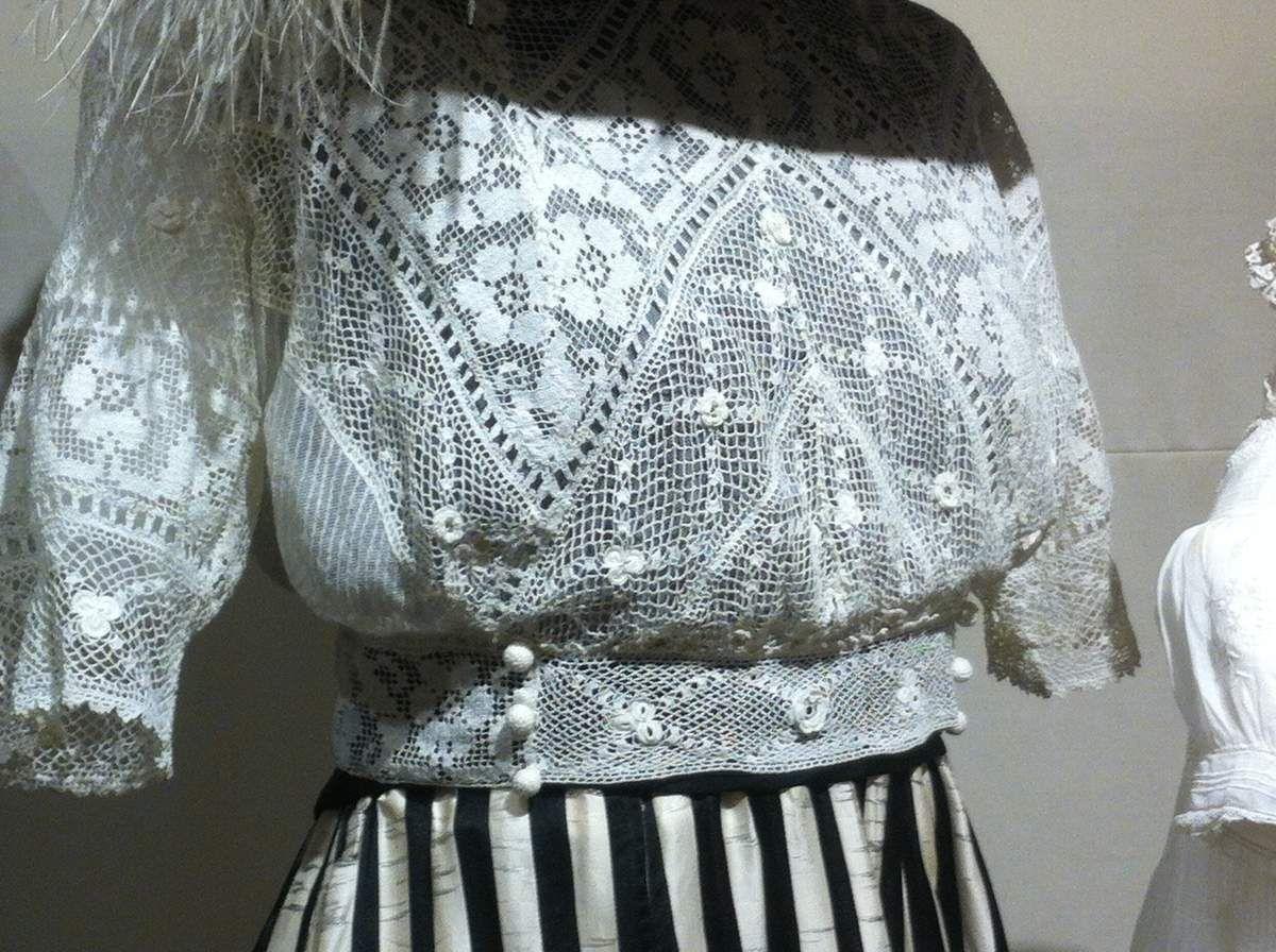 dentelles et belles robes.. suite