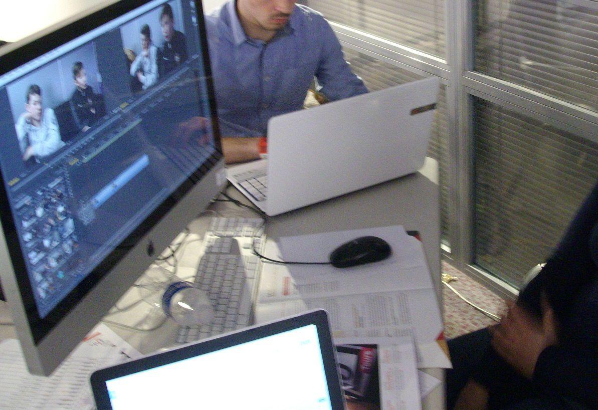 Montage vidéo par les étudiants EPJT suite aux plateaux TV (crédit photo G. Després)