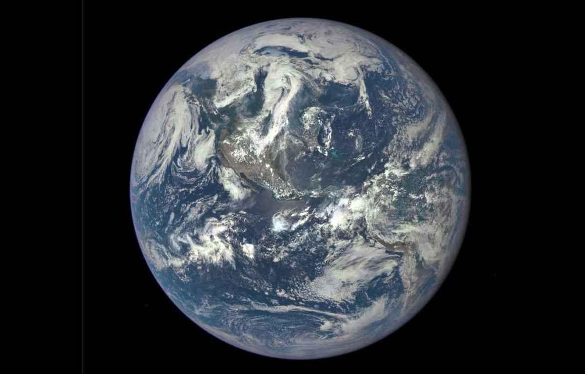 Notre terre vue de tout en haut, mais ou est situé la France ?