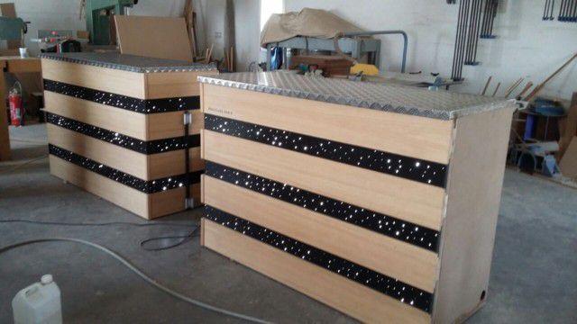 agencement d 39 un comptoir lumineux atelier pourquoi pas mobilier design sur mesures. Black Bedroom Furniture Sets. Home Design Ideas