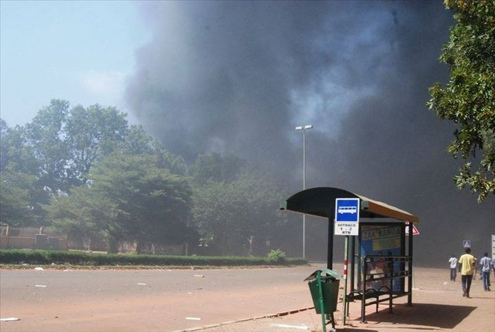 Burkina: Mairie et siège du parti présidentiel incendiés à Bobo Dioulasso, la 2e ville du pays (témoins)