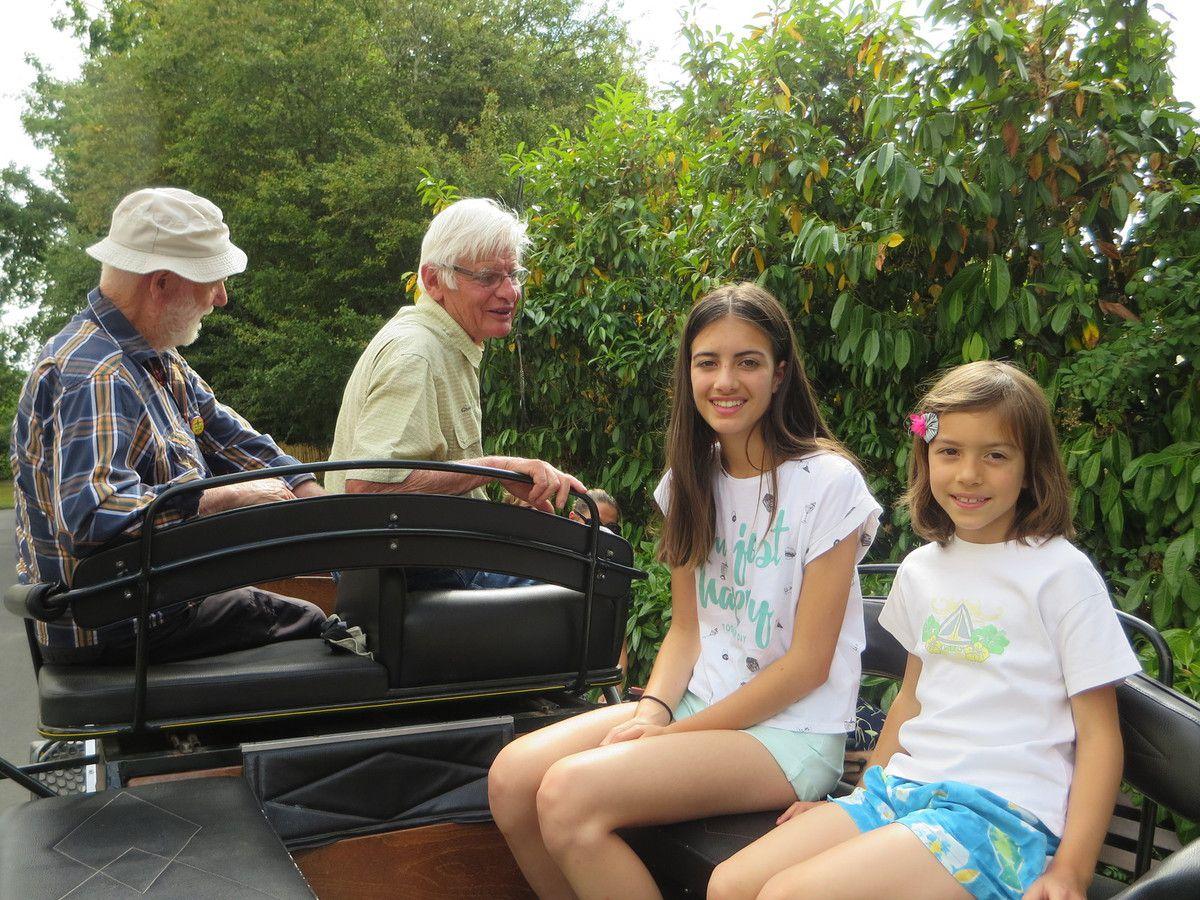 Activités de juillet: joies avec les enfants, balade en calèche et les anniversaires!