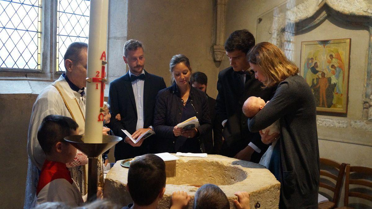 Baptême de Louise de Framond le 9 septembre 2017, 3° de François-Xavier et Camille en l'église de leur 5° anniversaire de mariage